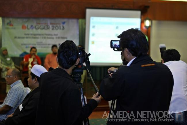 Wakil MEDIA daripada RTM tutut membuat liputan SBB2013