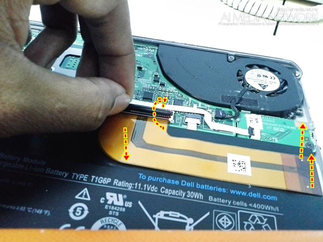 Sebelum bukak bateri, aku cadangkan supaya bukak battery ribbon ni dulu.