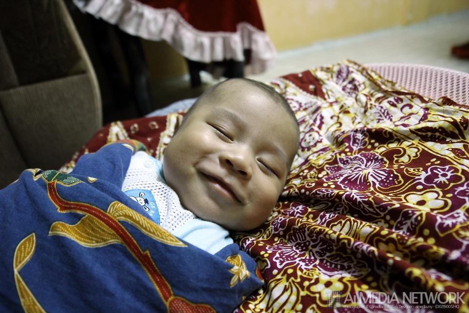Suke tengok anak tidur sambil tersenym. Kadang-kadang dia ketawa dalam tidur.... pelikkkk...