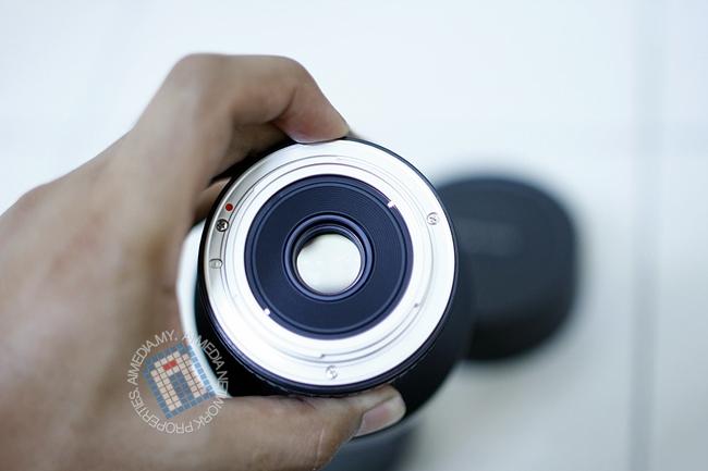Maksimum bukaan Aperture lense ini adalah f2.8
