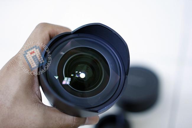 Lens hud untuk Samyang 14mm f2.8 ni adalah fixed. Tak boleh cabut
