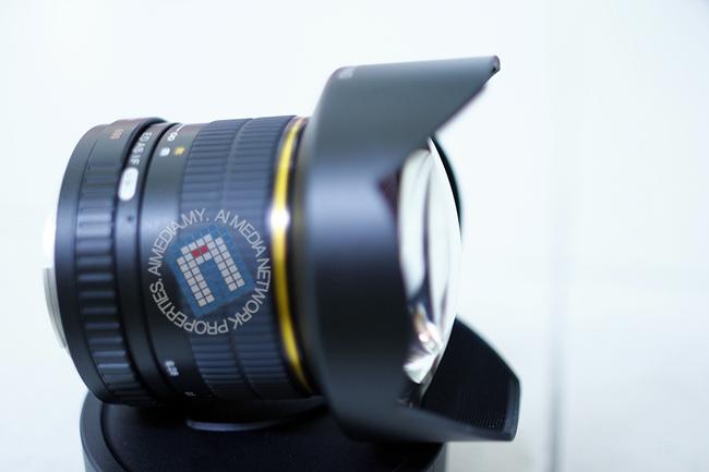 Lens Samyang 14mm f2.8 ni, kanta depan dia agak gembung, Jadi memang tadek