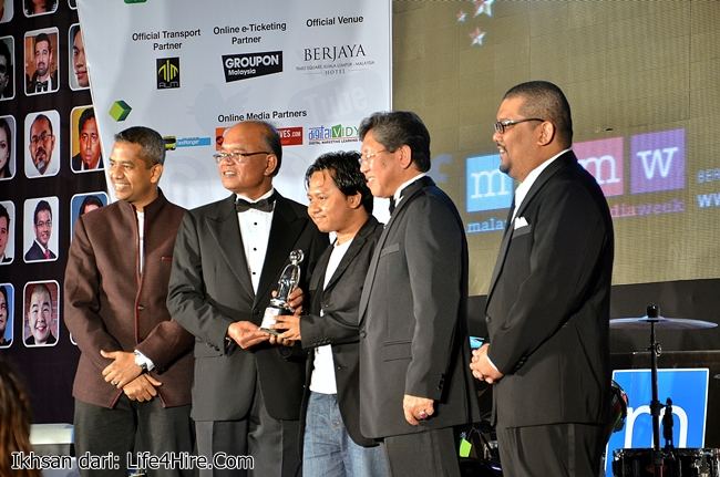 Ikhwan Nazri selaku CEO Amanz MEDIA Sdn. Bhd. Pemenang Favourite Gadget Blog
