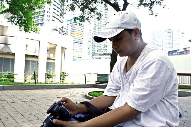 Abang Azman Ismail kita ni adalah seorang pelajar yang sangat tekun. Kagum!