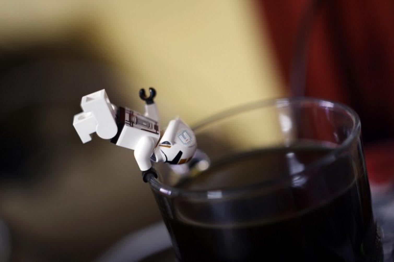 Arrggghhhhh... tidakkk.... kenapa jatuh dalam kopi pulakkk...????!!!!