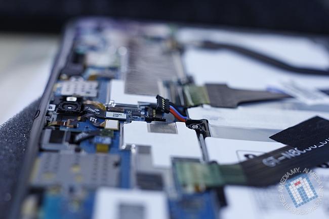 Power Supply Cable yang menyambung kan bateri dengan papan induk (main board)