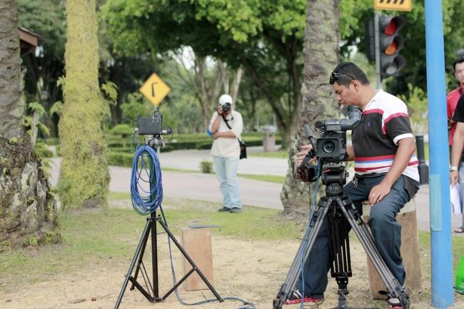 Sempat lagi aku shot abang kameraman kita sebelum dia menembak aku. Hahaha