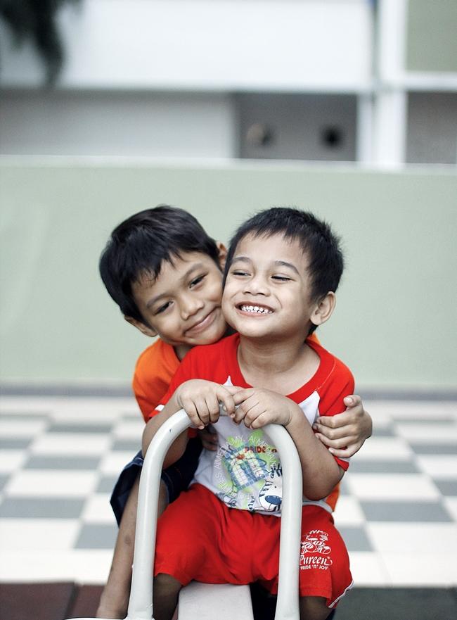 Abang Long Amirul Amin sekarang ni dah pandai senyum depan camera. Dah pandai dah possing...
