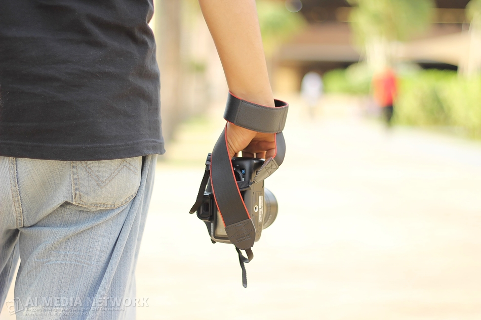 Abang Azman Ismail kata, ini cara-cara gangster pegang camera. lol~