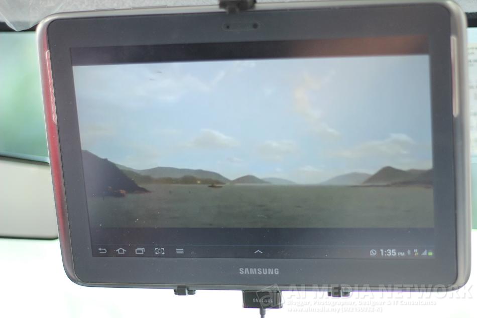 Sistem infotaintment dalam kereta yang menggunakan Samsung Galaxy Note 10.1