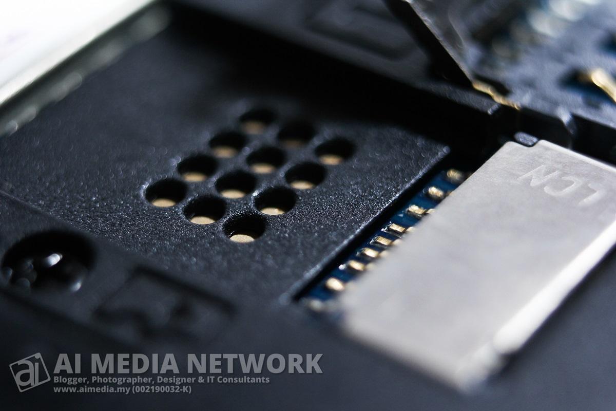 Ini pula adalah slot micro SD. Menyokong sehingga 32GB memori tambahan.