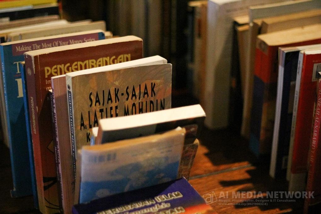 Buku-Buku jalanan yang boleh dikatakan karya-karya seni yang sangat halus teori pembacaannya