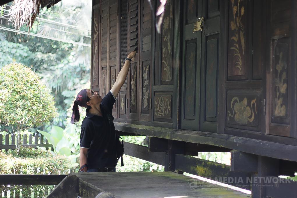 Acara pembukaan penerokaan dengan melihat senibina Rumah Melaka.