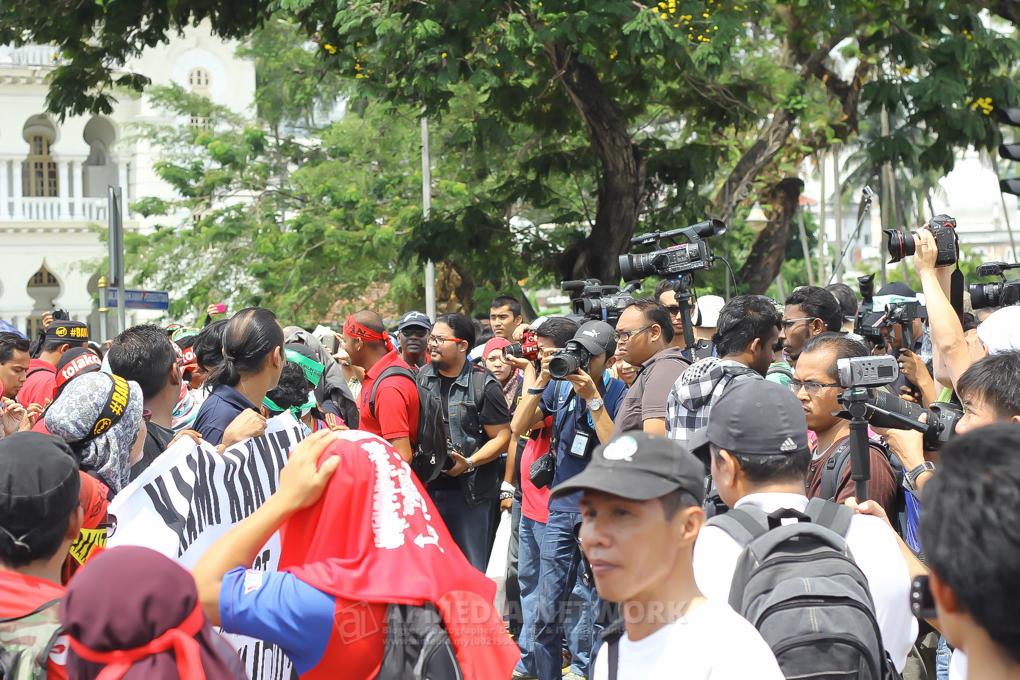 Pihak wartawan dan media yang sedang bertugas membuat liputan semasa #BantahGST berlansung