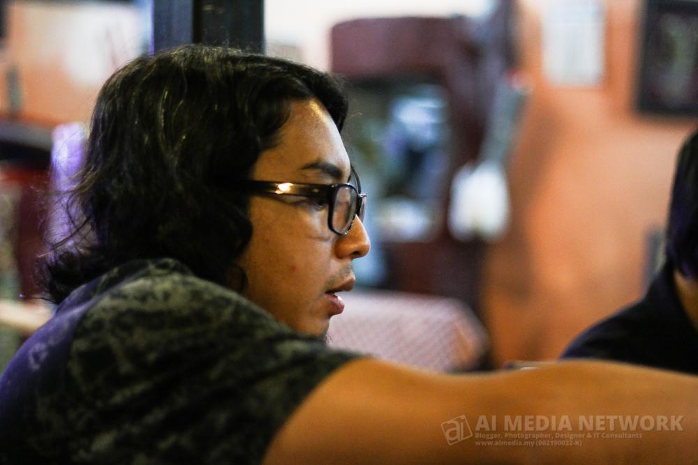 Ini adalah Alif Alfiandy. Dia adalah Founder Blogr.My