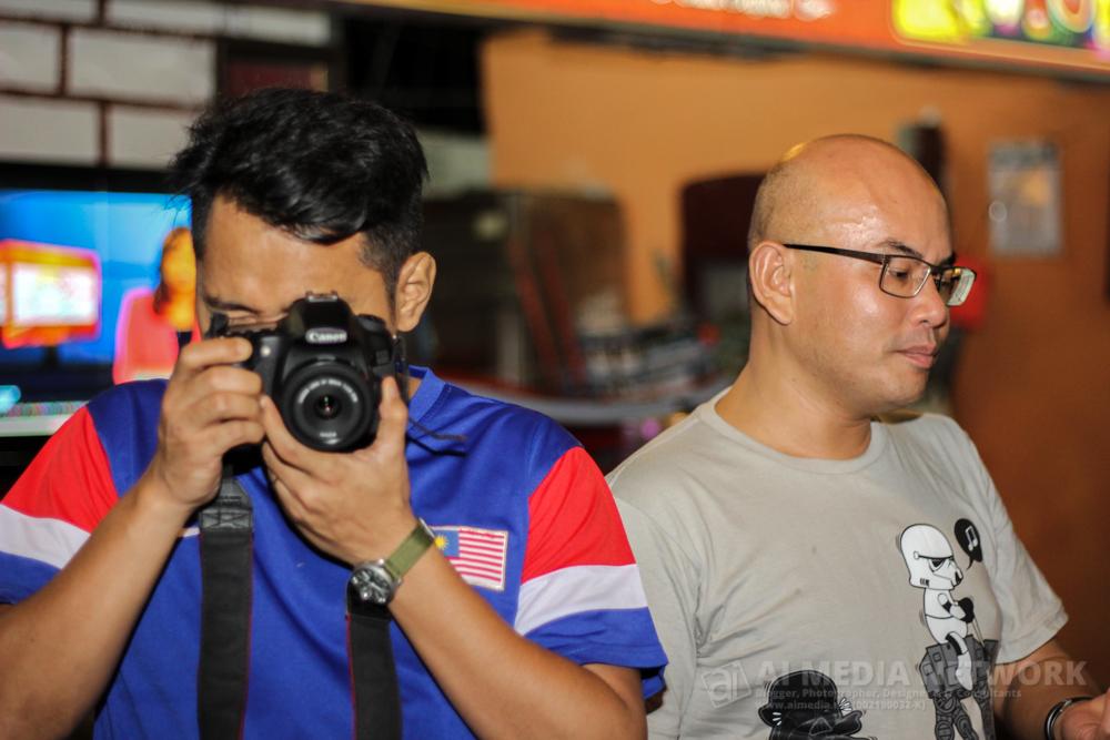 Otaimer sebelah Edwin tu adalah Abang Khairul. Dia adalah lawyer hartanah tersohor di Malaysia!