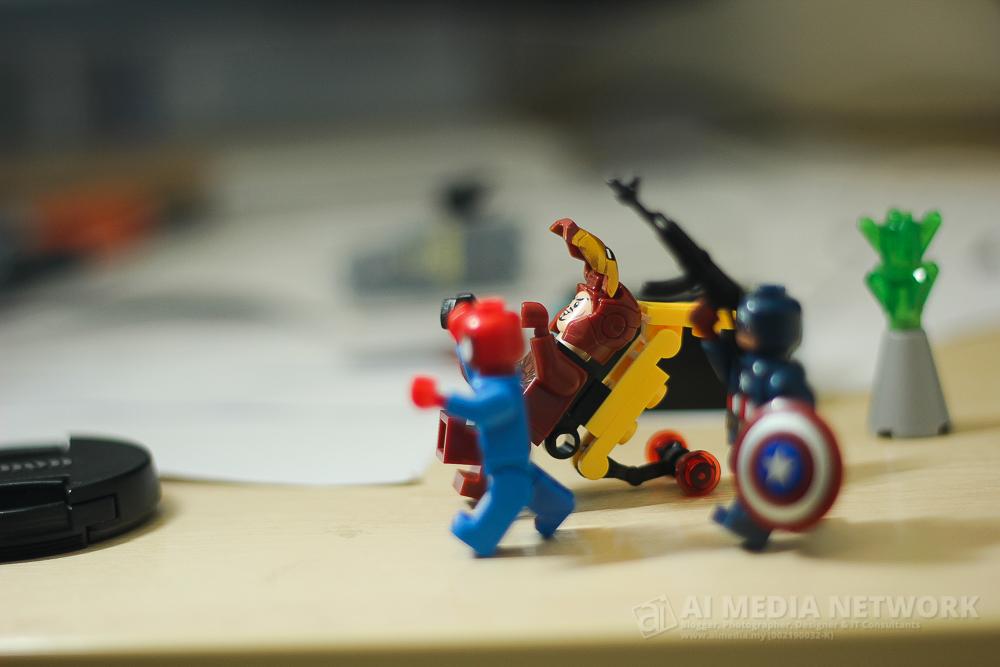 Ironman : WOWWW.... anak harun... binatang ape yang duk atas bangunan tu? Spiderman : Demmnnn itu macam VENOM?!!