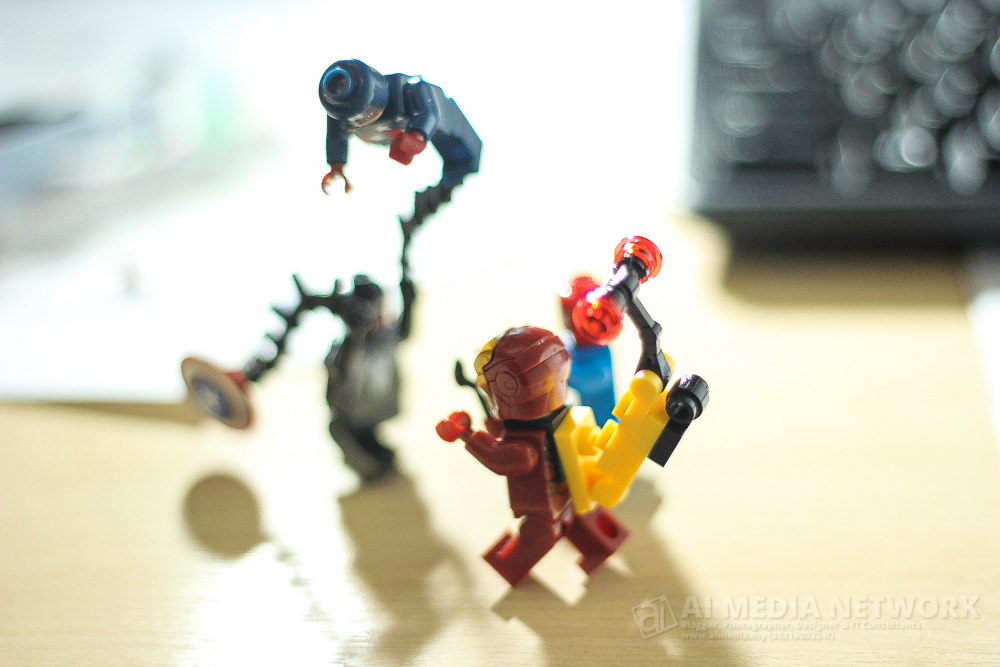 Ironman : Avengers... assemble...!!!! Spiderman : Ngok la hang ni Ironman... kita semua dah kat sini dah... Venom : Kah kah kah.. hangpa semua ni makin keluat weiii