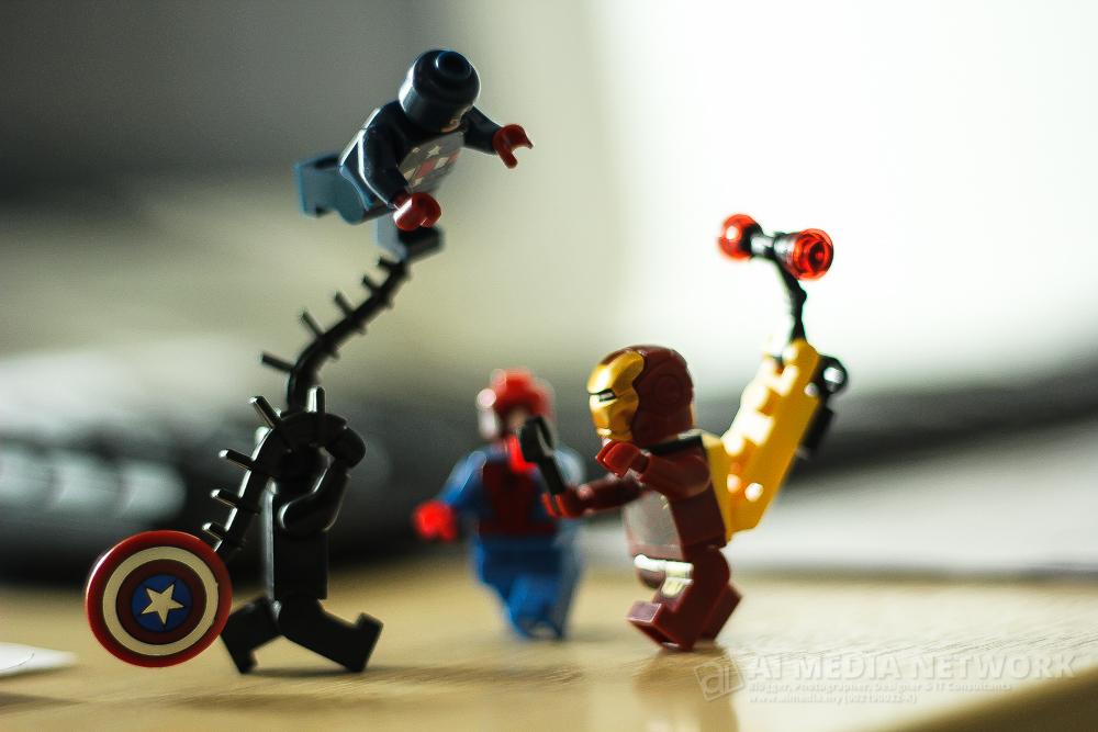 Venom : Nkorang nak kawan nkorang ni? Nahhhh ambikkk hahahaha mari-marii... Spiderman : Menatang apa wei kat belakang hang tu Ironman? Ironman: toksah dok sebok la... aku taw la ape aku nak buat...