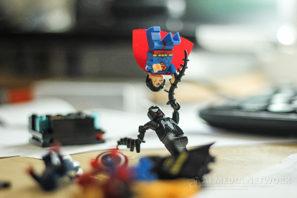 Superman : Venom... hang jangan dok ingat hang sorang ja kuat... ingat laaa... bahawa.....