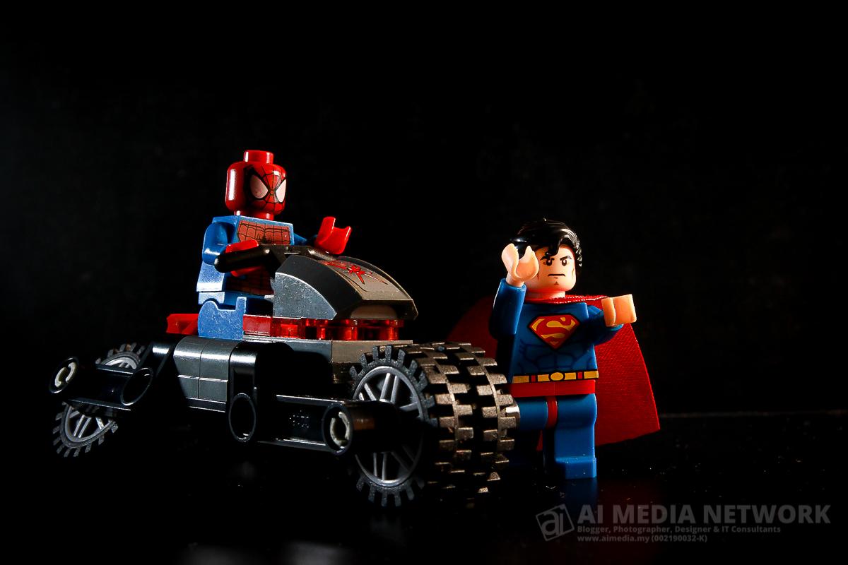 Gambar 3: Set lego Siderman menunggang Spidey Bike dan ditemani Superman?