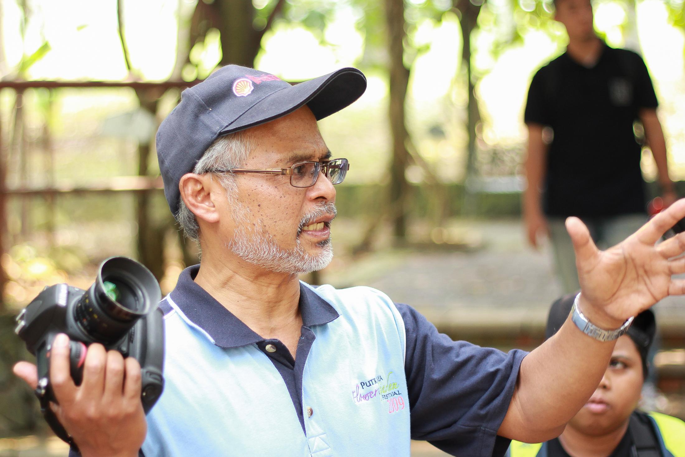Beliau adalah Encik Zakaria. Perkongsian beliau dalam ilmu Botani dan fotografi boleh buatkan anda terkedu.