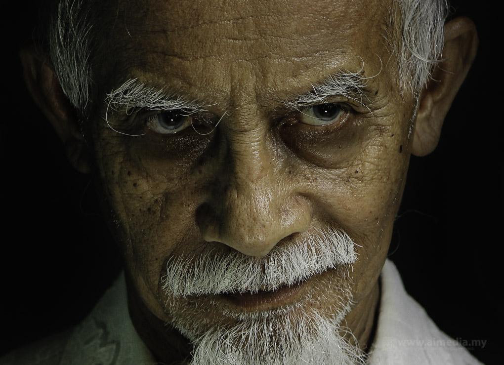 Ekspressi dan raut wajah Pakcik Naim memang sangat artistik... Superb betul la Cikgu Arif pilih model.